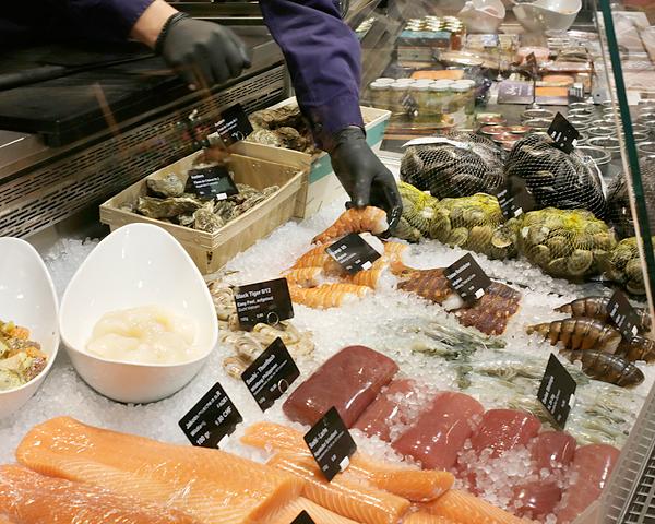 FRISCH-FISCH im Jelmoli FOOD MARKET
